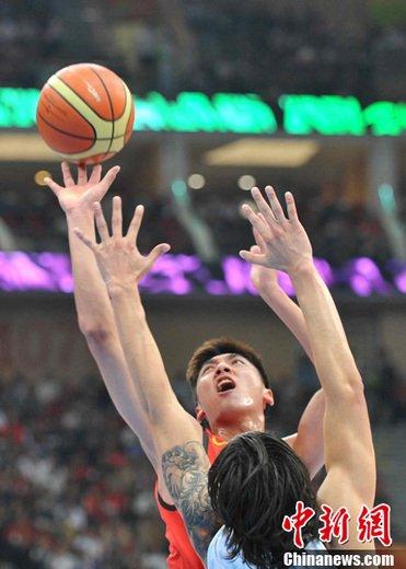 中国男篮三分险胜伊朗 决赛将再迎战韩国队(图)