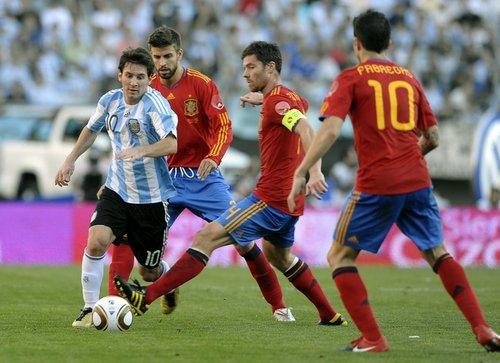 热身赛-阿根廷4-1西班牙 梅西破门特维斯传射