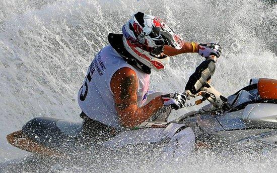 中国摩托艇联赛收官在即 柳州演水上运动盛宴