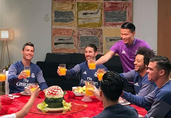 The four captain of Real Madrid fans to pay New Year's call! Poor Chinese.