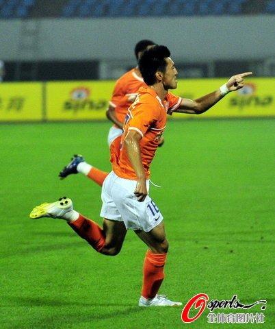 山东1-0南昌 郑铮世界波助鲁能赛季首获连胜