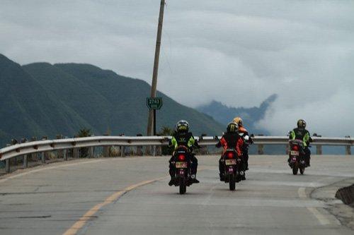 新蜂女子车队川藏慈善行活动第二天 进入2562