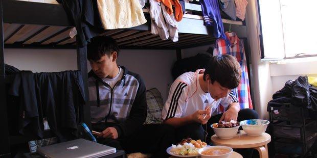 足球少年们的宿舍生活