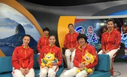 8月21日,中国女排将帅郎平、朱婷、惠若琪、魏秋月、袁心玥和徐云丽来到央视《风云会》。