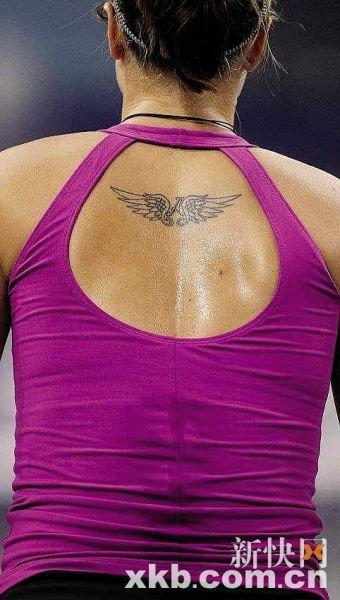 时尚文身显网球选手个性 李娜用穿心玫瑰示爱