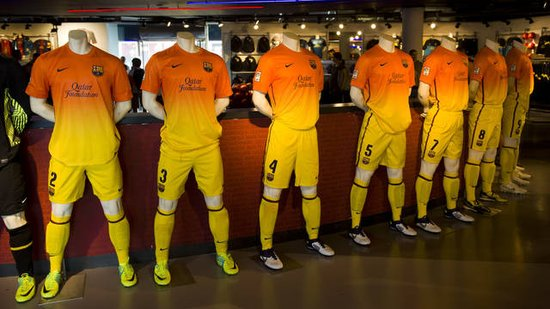 巴萨新款客场球衣正式开始全球发售