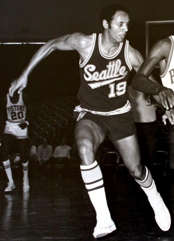 歷史上的今天:Kobe老爸出生 張大帥空砍48+25-Haters-黑特籃球NBA新聞影音圖片分享社區