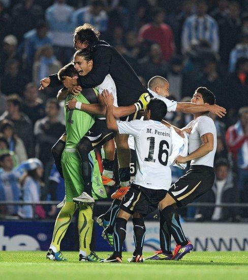 乌拉圭第三次棒喝阿根廷 历史预示他们夺冠?