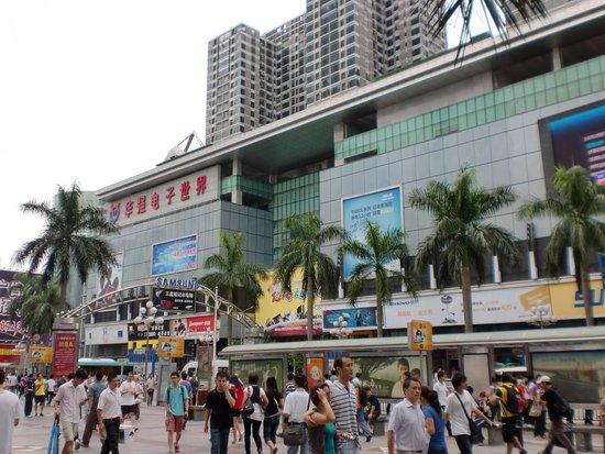 华强北商业区:深圳最传统最旺的商业基地之一