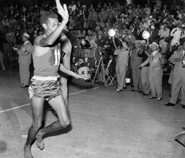 会马拉松冠军的阿贝贝·比基拉-天生就会跑 VFF赤足跑上海训练营5图片