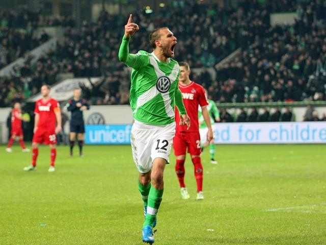 德甲-狼堡2-1胜夺半程亚军 妖星助纳尔多头槌
