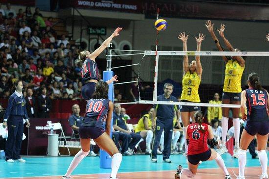 美国完胜巴西成功卫冕 惠若琪获最受欢迎球员