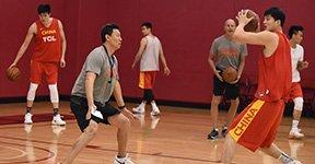 男篮红队在美积极备战训练