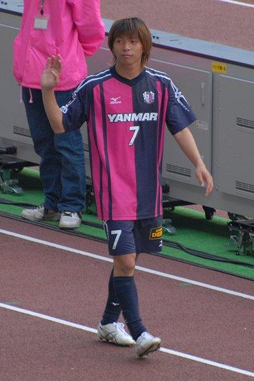 乾贵士将加盟球队,波鸿为他提供了一份至2014年夏的合同.乾高清图片