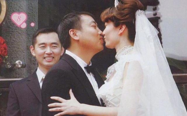 刘国梁结婚纪念日发文感慨 透露1年前已脱军装