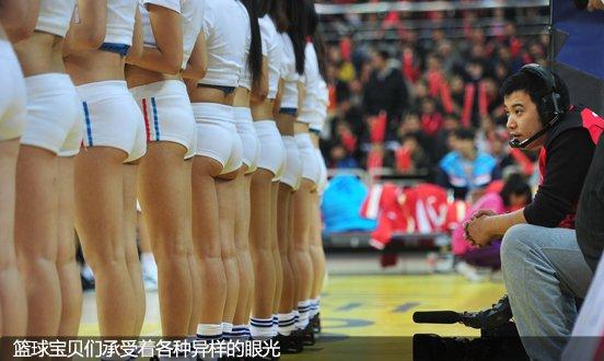 篮球宝贝们正承受着各种异样的眼光