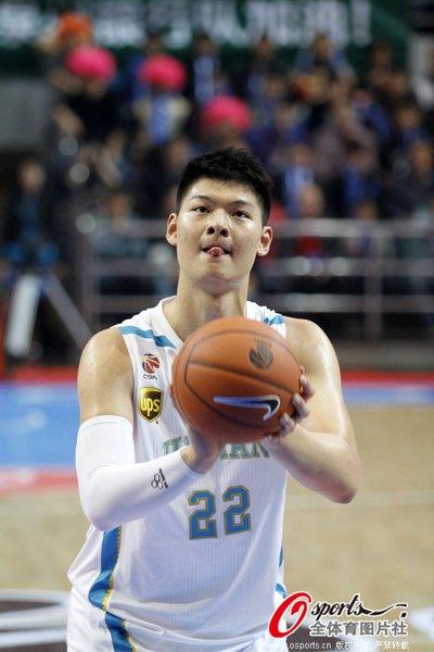 王哲林38+16创新高 福建逆转佛山终结三连败