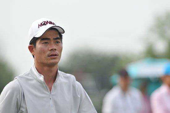 美的精英赛梁文冲暂列第十 12名中国选手晋级