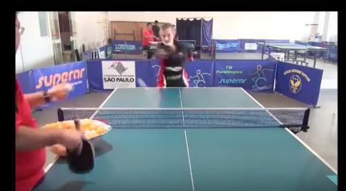 励志!男子无双手仍热爱乒乓球 正手拍凌厉(图)