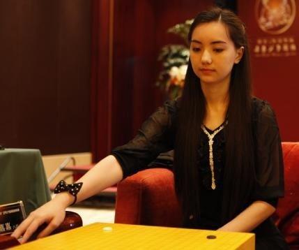美女第一中日烫发民国美女黑嘉嘉:棋院东西争夺围棋融合图片