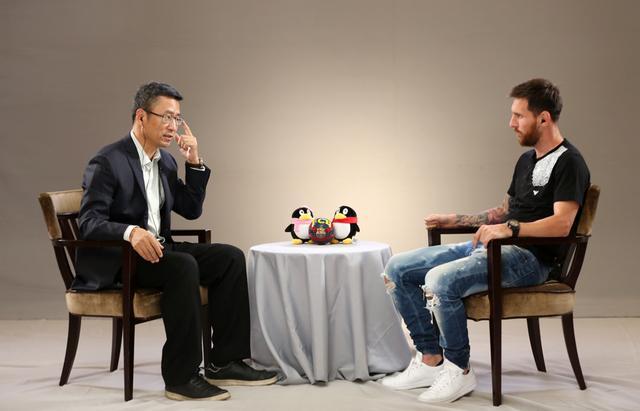白岩松对话梅西:愿在巴萨退役 阿根廷夺冠剃胡子