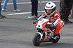 史上最帅摩托车手!他只有两岁