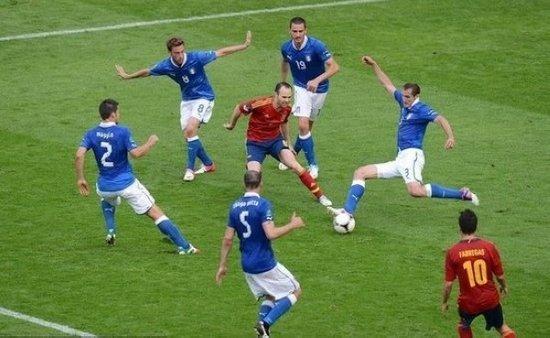 2012欧洲杯最佳球员:伊涅斯塔再成民族英雄