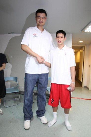 林书豪:姚明就像人生导师 或翘课看我比赛