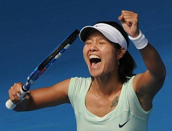 李娜直落两盘完胜黑马 连续两年闯进澳网四强