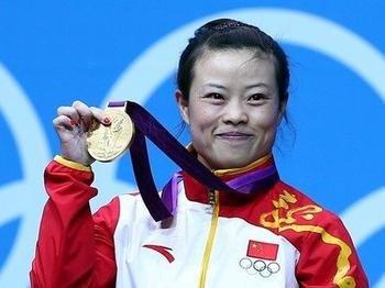 举重奥运金牌得主王敏娟退役 受年龄伤病制约
