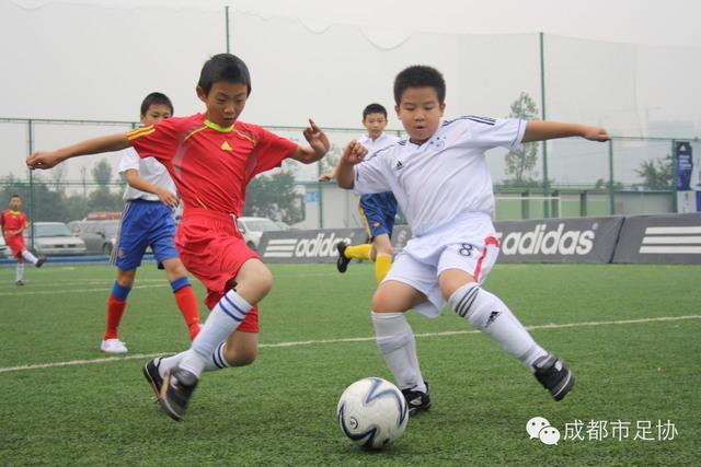 成都教体局《关于校园足球活动的实施意见》