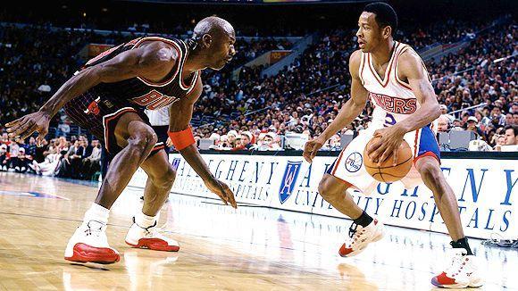 NBA老照片:艾弗森晃晕乔丹 一球征服偶像