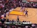 视频:尼克斯vs热火 霸气小斯扛着两人上篮