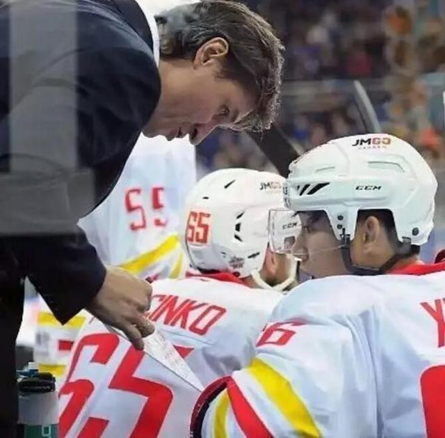 化学反应剧烈!黑龙江昆仑鸿星队出征VHL季前赛