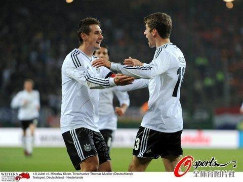 友谊赛-德国3-0荷兰 克洛泽2传1射厄齐尔破门