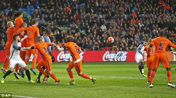友谊赛-法国3-2胜荷兰 吉鲁格列兹曼各建一功