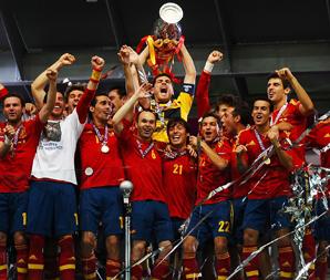 西班牙4-0 欧洲杯历史最大比分卫冕