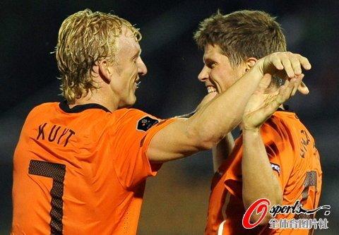 欧预赛-荷兰5-0胜 亨特拉尔帽子范尼替补破门