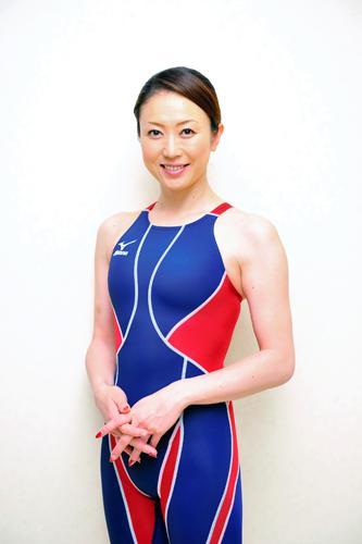 日美女泳将曝赛前剃光体毛