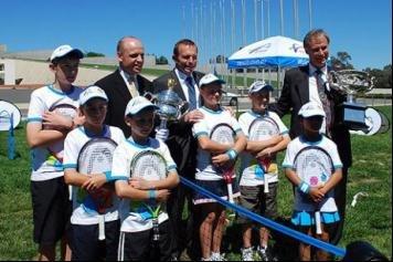 2010澳网奖杯巡展 受到堪培拉人们的热烈欢迎