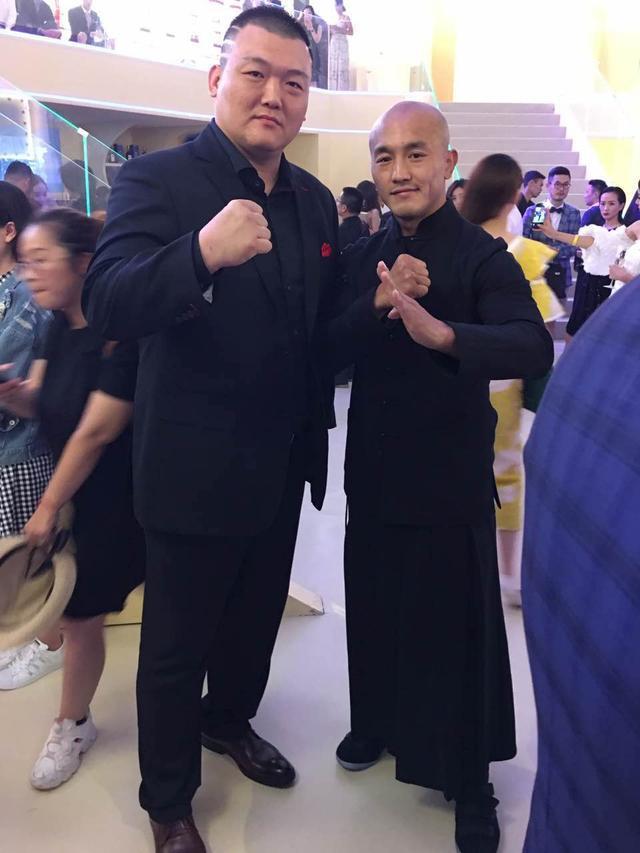 中国搏击三大天王聚首 张君龙合影邹市明一龙