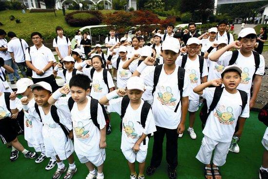 明日之星小学网球项目启动 带你体验网球乐趣