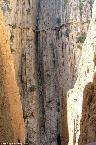 西班牙欲修最危险之路 登山爱好者均反对(图)