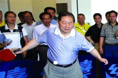 乒乓球也实行段位制 首批一段选手过招徐寅生