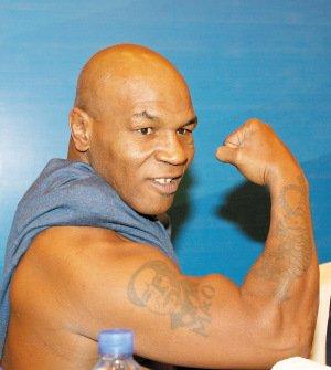 拳王泰森展示毛泽东纹身图片