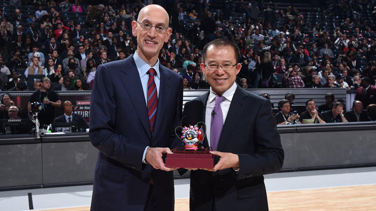 NBA主席萧华与腾讯公司总裁刘炽平合影