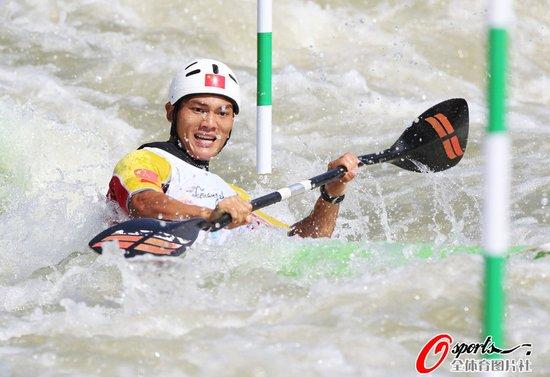 皮划艇激流回旋首日 中国队发挥出色包揽两金