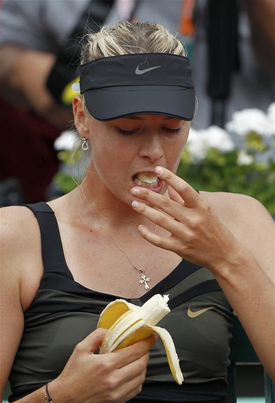 莎娃在比赛中吃香蕉