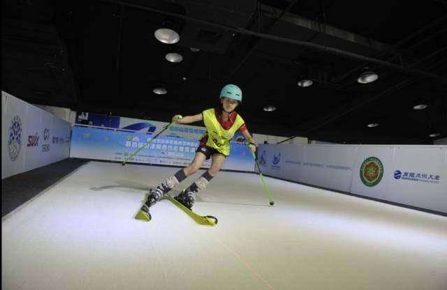 助力冬奥 京津冀青少年夏季滑雪挑战赛举行
