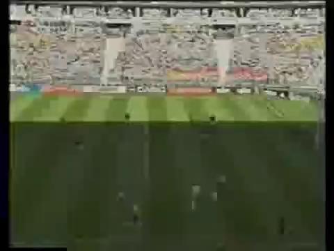 视频:遭众人集体封锁 罗纳尔多巧妙带球突破